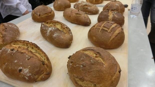 Panes aromáticos: trigo duro y pasas en infusión de cardamomo y canela.