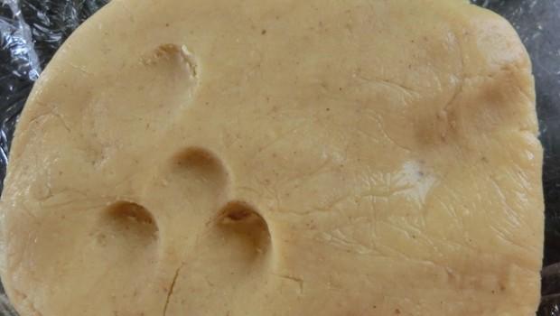 El escaldado tiene la textura de una plastilina y no de una crema (como es el caso del Tang Zhong o Water Roux)