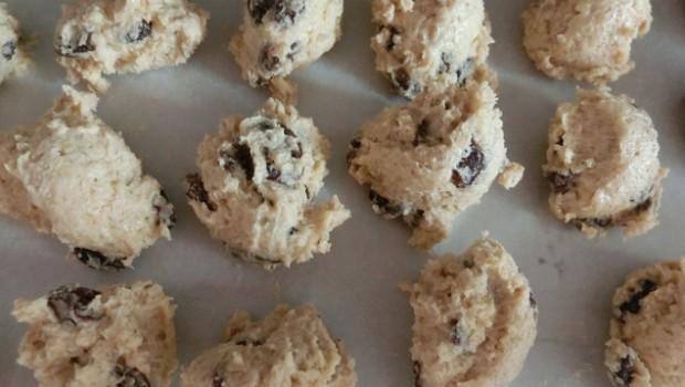 Para congelar no necesitamos dejar mucha separación entre galletas.