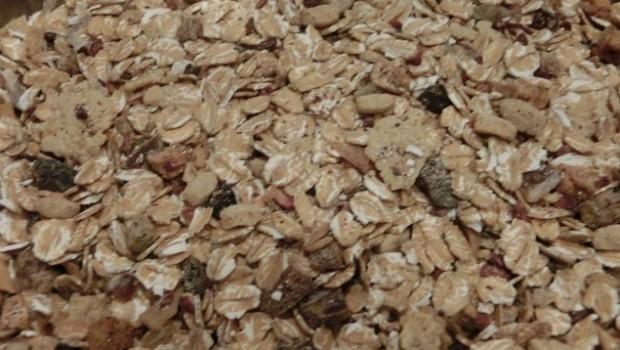 Un muesli mezcla cereales, frutas deshidratadas y a veces frutos secos.