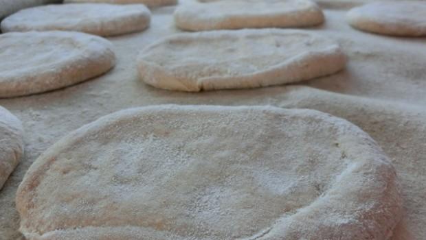 Molletes sobre lino antes de fermentar.